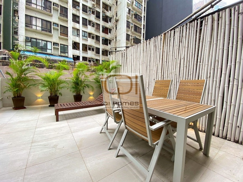 Apartments in 8-14 Connaught Road West