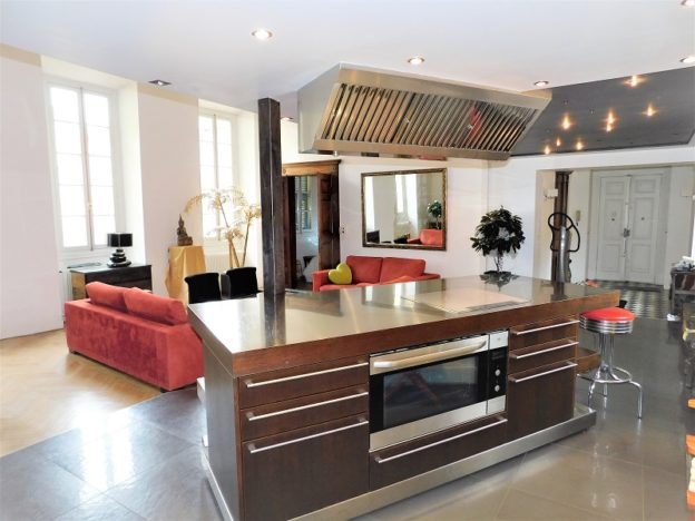 Loft in the Middle of the Historic Part of Nice for Sale 3 - Qi-Homes