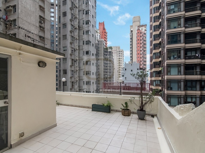 Colonial Low Rise Apartment in Mid Levels Hong Kong