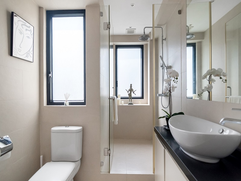 Bright Bathroom Flat in Sheung Wan