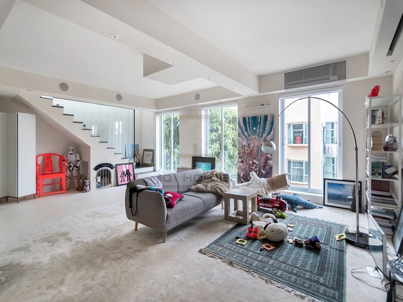 Main Living Space in Flat in Pok Fu Lam