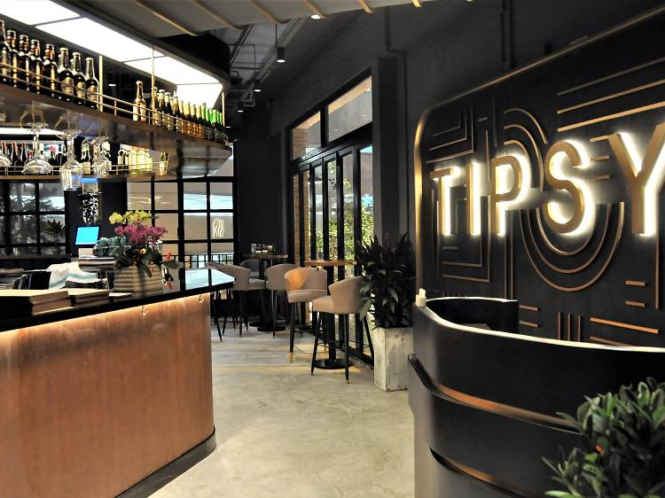 Tipsy Bar and Restaurant